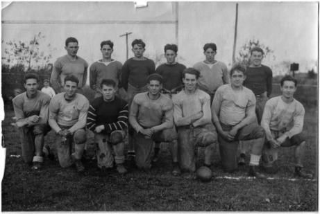 Members of the 1933 Kingston High School Football team