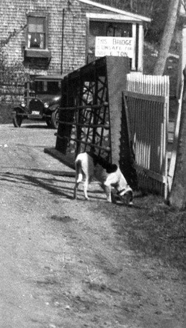Detail, Elm Street Bridge, looking north, circa 1920